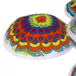 Детские кипы с разноцветными узорами